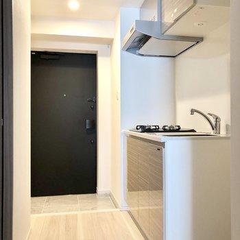 キッチンは廊下にあります。