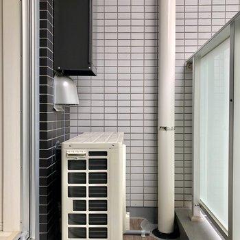 ベランダはエアコンの室外機があって、そこまで広くありません。