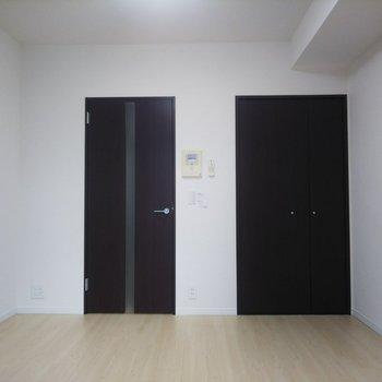 黒い扉がシャープな印象です。※写真は前回募集時のものです