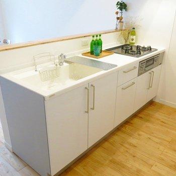 【イメージ】オリジナルの3口ガスコンロキッチンはグリルつき ※前回施工の別部屋