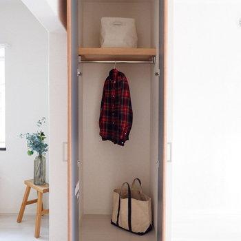 【LDK】ダイニングとキッチンの間にも収納が。※家具はサンプルです