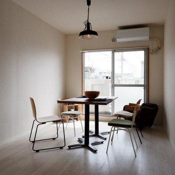 【LDK】1階ながら心地よい日差しです。※家具はサンプルです