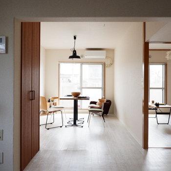 【LDK】奥行きありますね。※家具はサンプルです