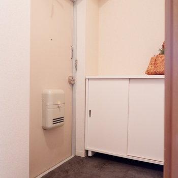 玄関もゆったりしています。来客時も安心。※家具はサンプルです