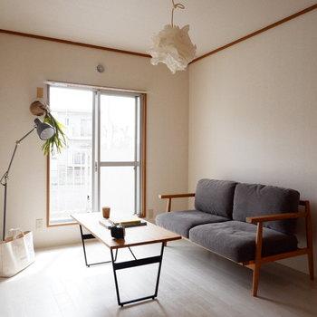 【洋室①】こちらもバルコニーとつながっていて明るいです。※家具はサンプルです
