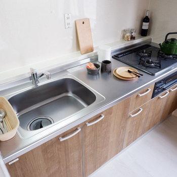 【LDK】料理の幅広がりますね。※家具はサンプルです