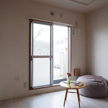 【洋室②】こちらは寝室にするのが良さそうです。※家具はサンプルです