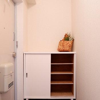 シューズボックスは2人分ちょうどかな。※家具はサンプルです