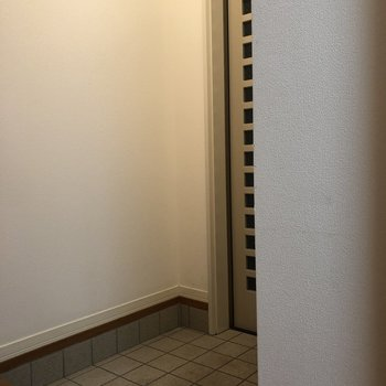 靴の脱ぎ履きをしやすい玄関。