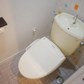 トイレはよくみるとあのキャラクターのクロスです!