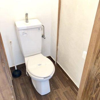 トイレは個室ですよ。