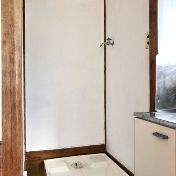 キッチンの隣に洗濯機置き場がありました〜。