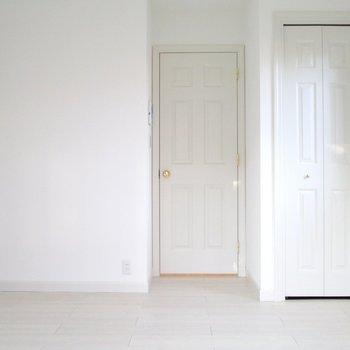真っ白なお部屋。