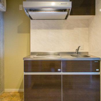 ピカピカのキッチン※写真は3階の同間取り別部屋のものです。