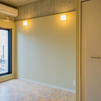 大きな窓には網戸も付いてます。※写真は3階の同間取り別部屋のものです。