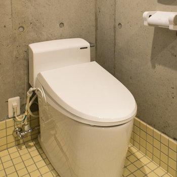 トイレはウォシュレット付き※写真は3階の同間取り別部屋のものです。