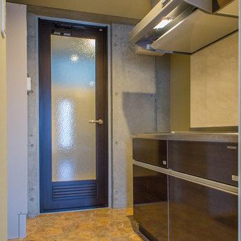 キッチンスペースはそこそこの広さ※写真は3階の同間取り別部屋のものです。