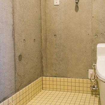 洗濯機置場は手入れの横※写真は3階の同間取り別部屋のものです。