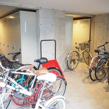 自転車置き場にロッカールームも!