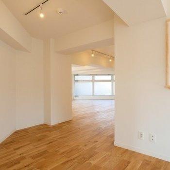 会議室から、作業室を望む。いい眺め。