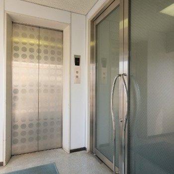 出口、エレベーター前の様子