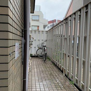 駐輪場は屋根がありませんでした