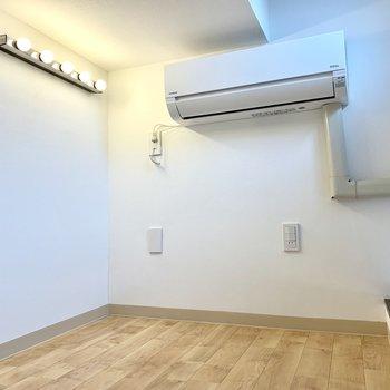 照明がポイントで、壁面で遊ぶのもいいですね!