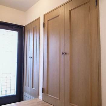 玄関にも収納がたっぷり、お出かけの際も便利ですね!※前回募集時の写真です