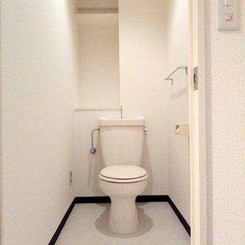 トイレも広々◎お子様のトイレ補助もしやすそうな広さ。