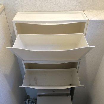 シューズボックスはトイレの後ろ
