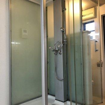 スケルトンのシャワールーム!
