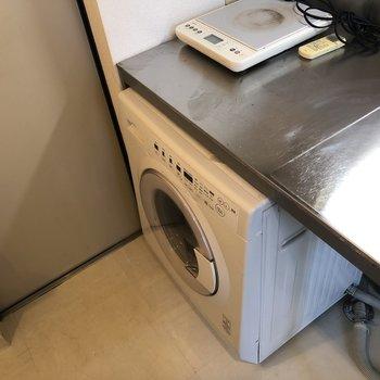キッチンに洗濯機備え付け