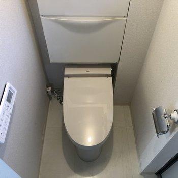 玄関の隣にトイレ