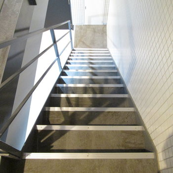 階段もすぐ目の前にあります。