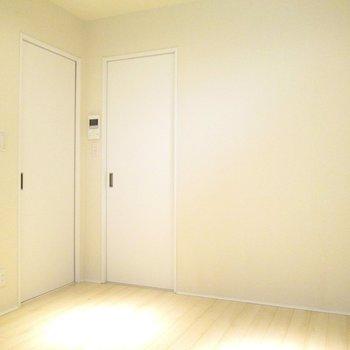 左の扉を開けてみましょう。