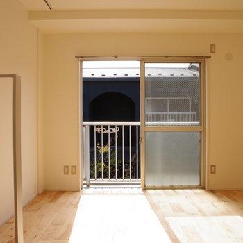 2階の洋室も日当たり◎ ソファーを置きたいな