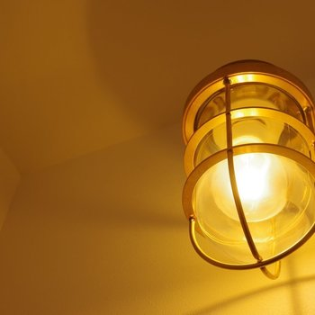 柔らかな照明の明かり