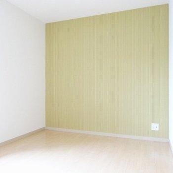 こっちのお部屋はマスタード!可愛い彼女のお部屋!