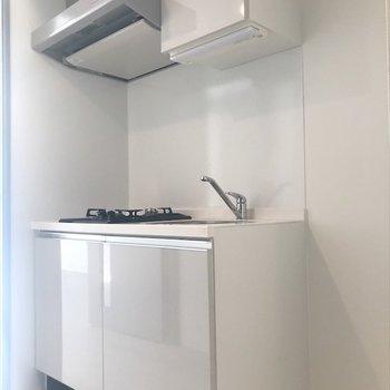 隣に冷蔵庫を置けます◎(※写真は9階の同間取り別部屋のものです)