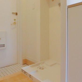 洗濯機置き場はキッチンの隣