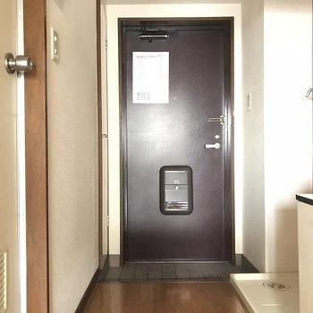 玄関扉はヴィンテージっぽくて雰囲気出てます!※工事前の写真です