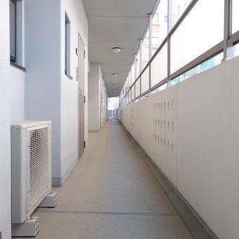 共用廊下、なが〜い!