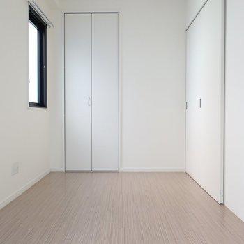5.5帖の洋室は細長くてアトリエみたい!