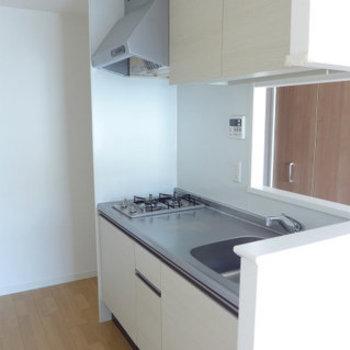 こんなキッチンなら、いろんな料理に挑戦したい!(※写真は7階の同間取り別部屋のものです)