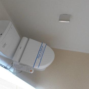 トイレもピカピカ!ウォシュレット付きなのもさすがです!(※写真は7階の同間取り別部屋のものです)