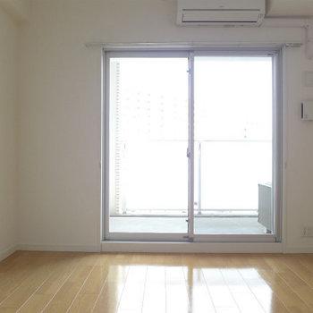 圧迫感なし!気持ちが良いお部屋です!(※写真は7階の同間取り別部屋のものです)