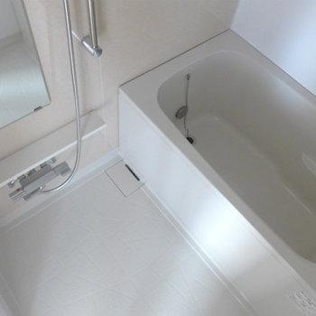 お風呂もgoodな清潔感!(※写真は7階の同間取り別部屋のものです)