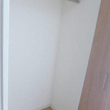 クローゼットも十分な広さ!(※写真は7階の同間取り別部屋のものです)