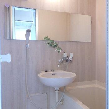 お風呂もあたたかみある、落ち着く空間に。