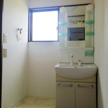 【1階部分】脱衣所に洗濯機と洗面台があるのは嬉しい!